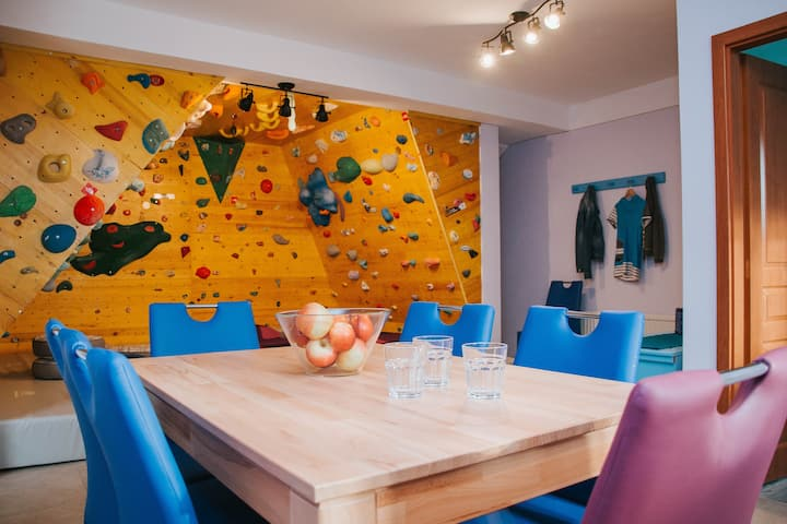 Apartment Kapitan with climbing wall inside it
