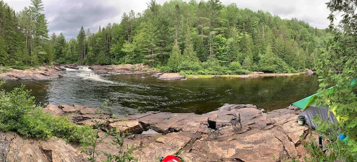 Camping rustique #2 - Aux abords de la rivière