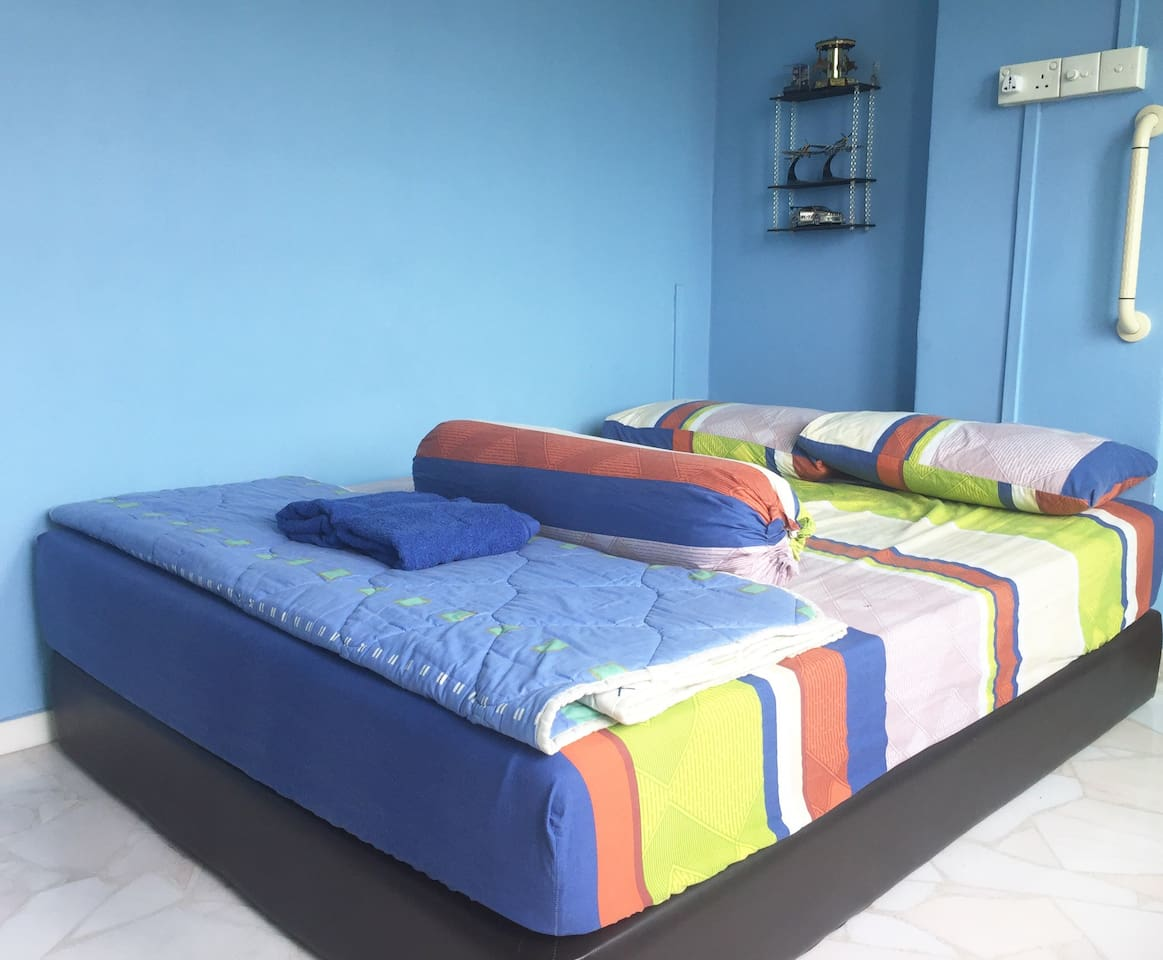Once you check in, this will be your private room. It is well ventilated with clean comfortable bed to make you feel like Home. This is the right room for good nights sleep, so you will have ample energy to explore Singapore.