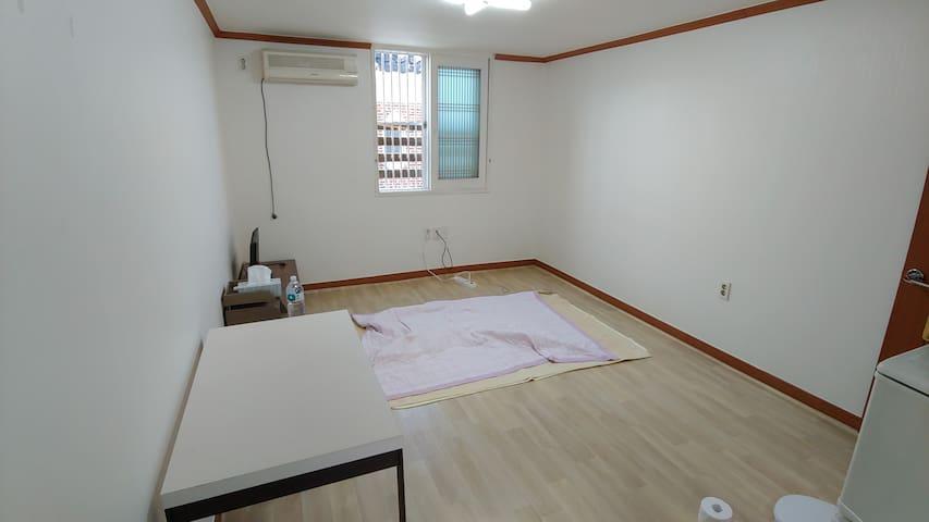 원룸의 심플한 숙소로 출장자와 조용한 주택가의 숙소를 원하시는 분에게 추천드립니다.