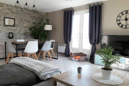 Chambre dans maison chaleureuse et bien placée - Salles-sur-Mer - Casa