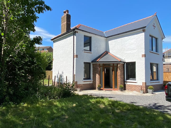 3 bed  House- Gilwern, S. Wales , parking, garden