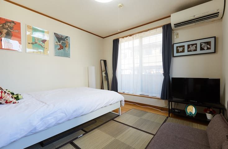 Another bed room of 3rd floor,1double bed,1sofa bed,1set futon,for4people.3楼另外一个卧室,1个双人床,1个沙发床,1套被褥,可睡4人