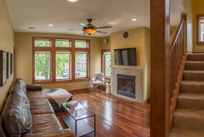 ★SPECTACULAR★2 miles 2 DT & U of M★Group Friendly★