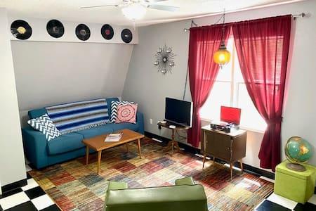 60's Inspired Studio