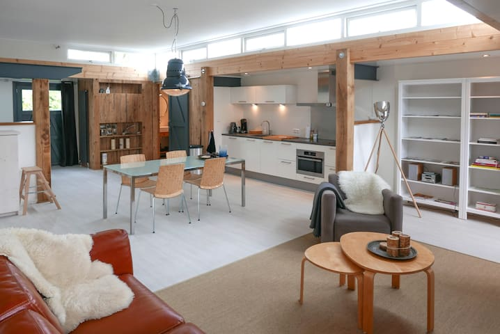 Unique loft in former workshop with garden.