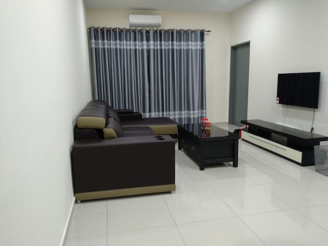 Henry's simple and nice condo (Near UTAR Sg Long)