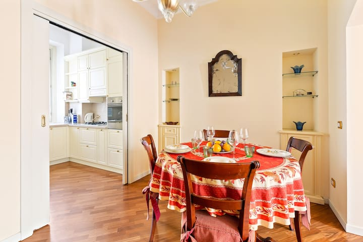 Elegant Apartment  with 6 pax in Center Milan!