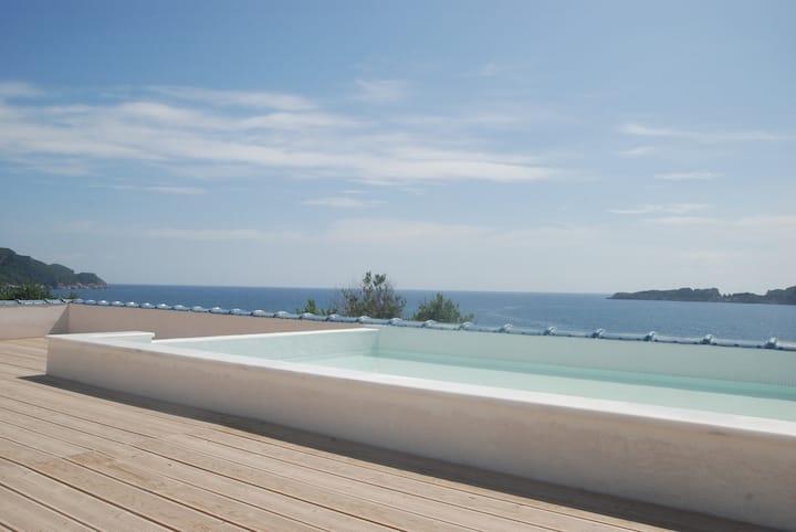 Hotei, Arillas Beach Front Luxury Villa