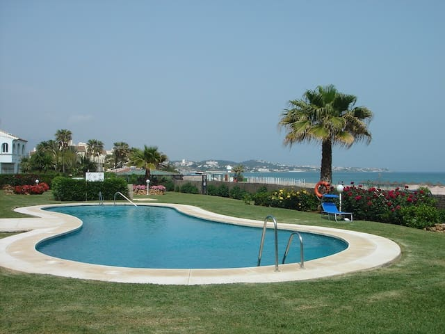 Santa Maria -  beachfront, Sleeps 6 - La Cala de Mijas - Appartamento