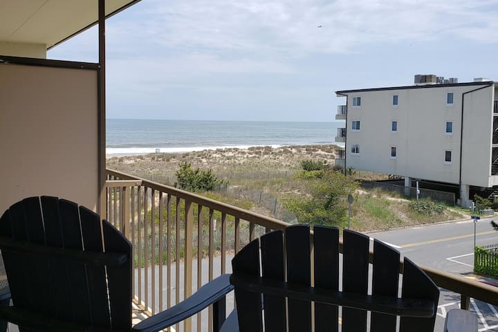 Ahoy Condo! Great ocean view just steps to beach!