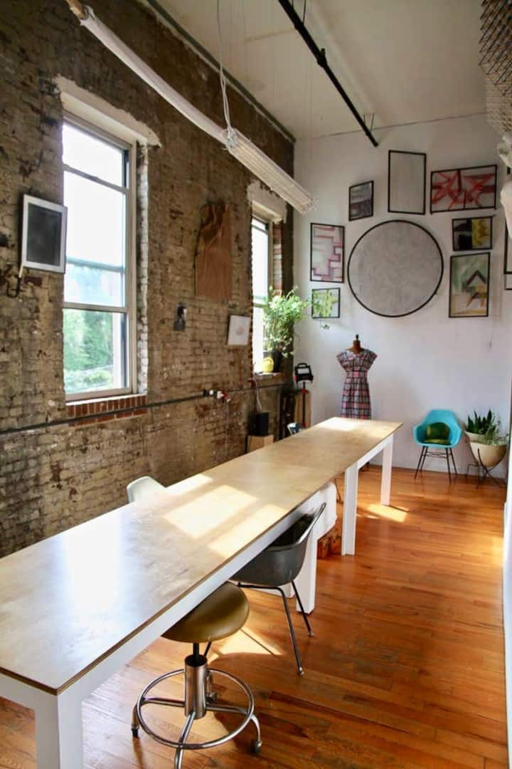 Sunny private room/Williamsburg