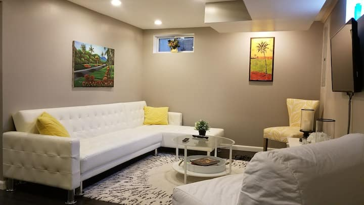 Private Modern Chic Basement Apartment Close to DC