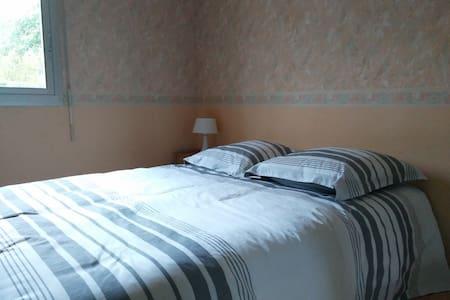 Chambre/Zimmer/Room/Habitación idéale 24h du Mans - Saint-Gervais-en-Belin - Dům