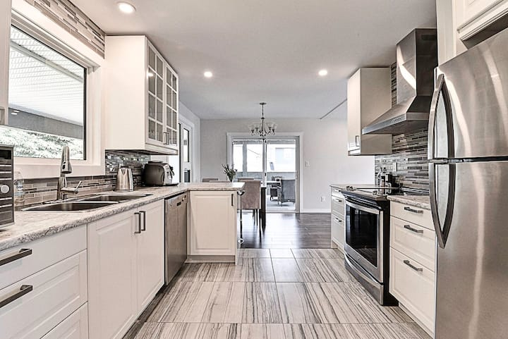 Elegant & fully renovated - conveniently located