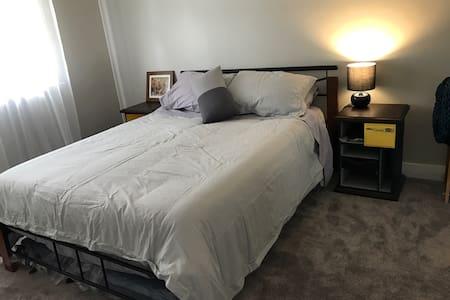Spacious ensuite bedroom - Bassendean