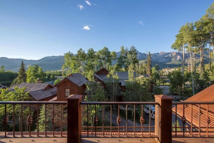 Luxurious Condo-Ski-In/Out Access-Close to Gondola