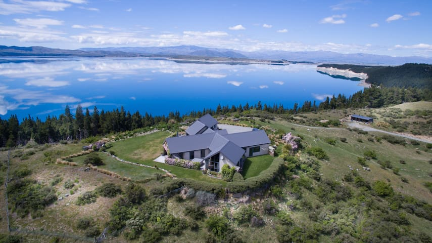 Pukaki Lakeside Getaway Villa - Mt Cook views