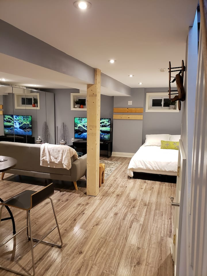Private Entrance Basement Suite & Outdoor Space