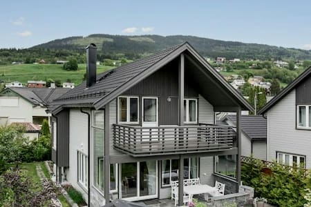 House with beautiful garden in central Voss