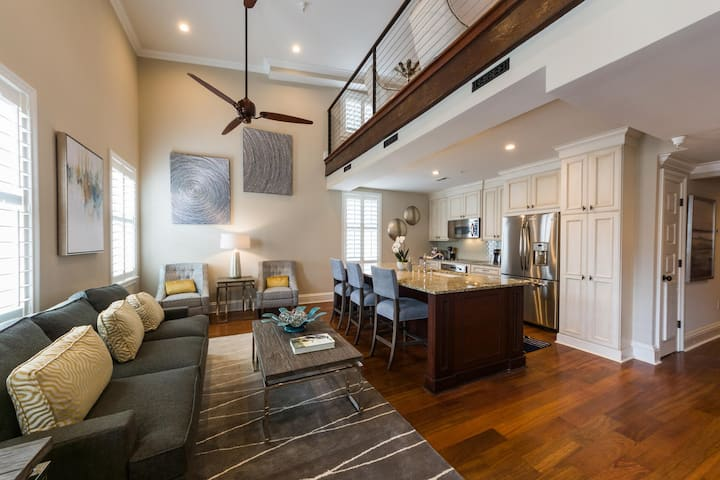 One Bedroom Loft - The Quarters on King