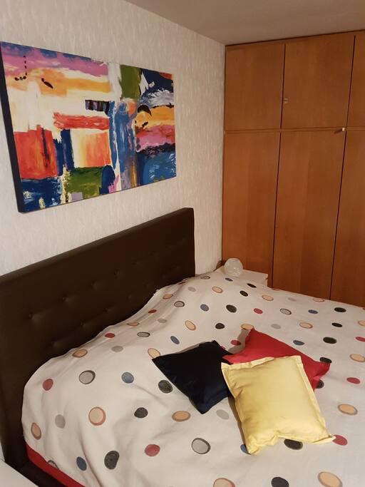 Schlafzimmer mit Boxspring Bett auch in 2 einzelne teilbar