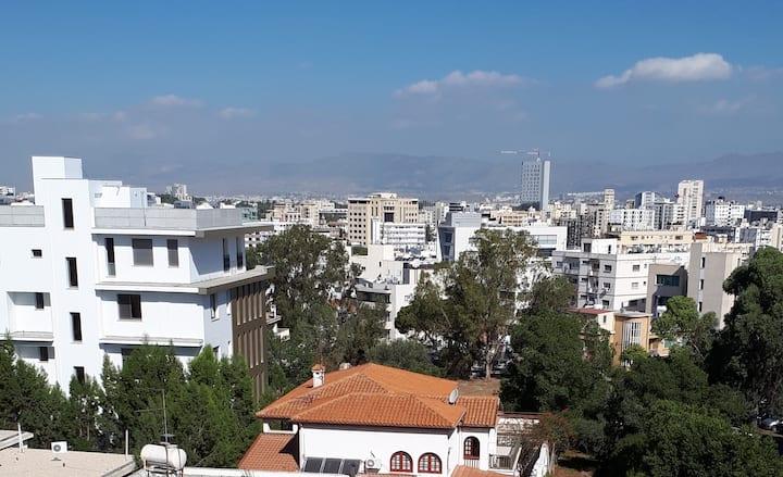 One bed modern, clean Acropolis apt with views