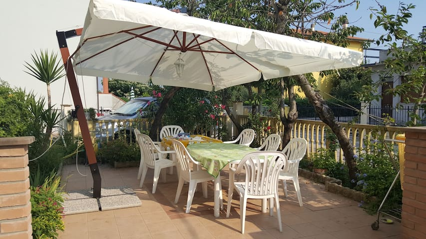 appartamento a 600mt dal mare con giardino - Marotta - Apartamento