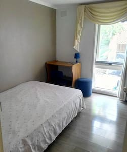 Cosy Room No.1 in Quiet Court - Noble Park North