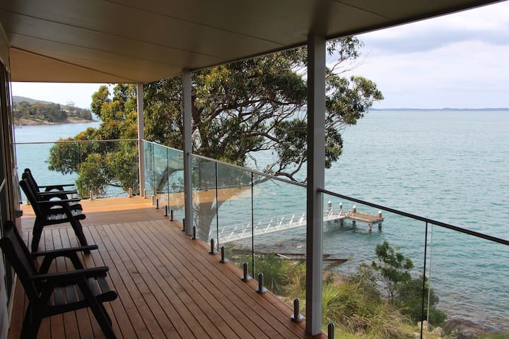 Absolute Waterfront Cottage in Port Stephens