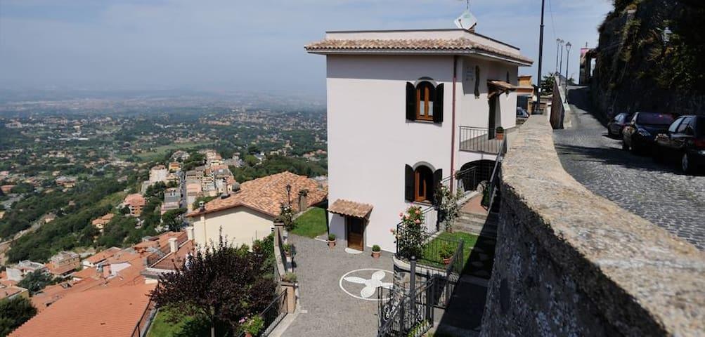 B&B VILLA DEI FANTASMI ,ROCCA DI PAPA (RM) - Rocca di Papa - Bed & Breakfast