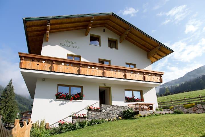 Cosy bedroom #2 in Alps near Salzburg & Hallstatt