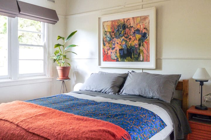 Self-contained, cosy room in rustic cottage - Katoomba - Hus