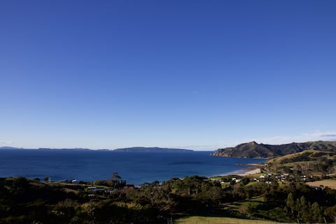 Rawhiti Cottage, stunning views in  secluded haven