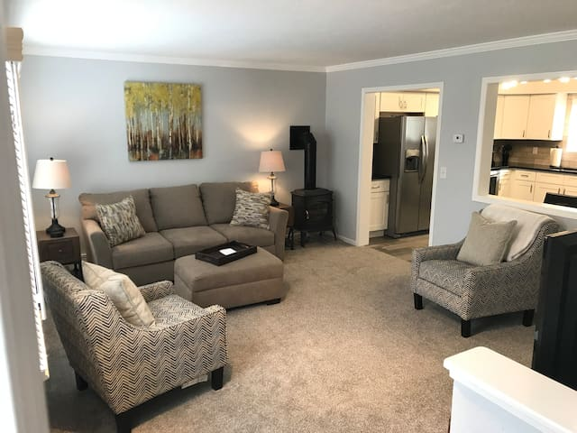 Sleeps 6 for the price of 1 hotel room+ a kitchen!