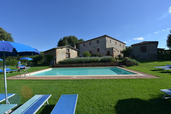 """Apartment """"Estate"""" - Siena 6km pool, WiFi, garden"""