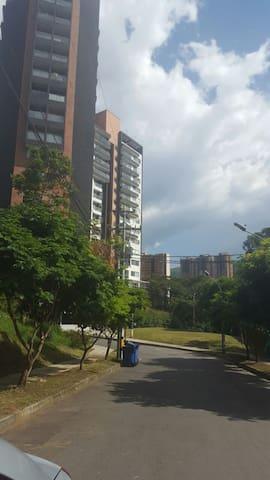Hermoso Apartamento Nuevo y Amoblado - Sabaneta - Lägenhet