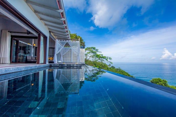 1 bedroom beachfront infinity pool villa in Kata