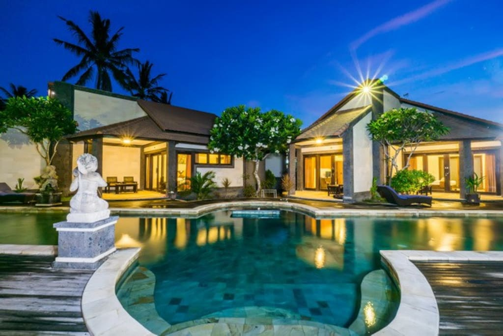 Modern Bungalow With Large Swimming Pool Central 2 Bungalows For Rent In Nusa Lembongan Bali