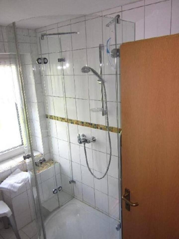 Haus Seeblick (Bad Staffelstein OT Nedensdorf), Ferienwohnung 2 mit separater Küche und Wohnraumbelüftung