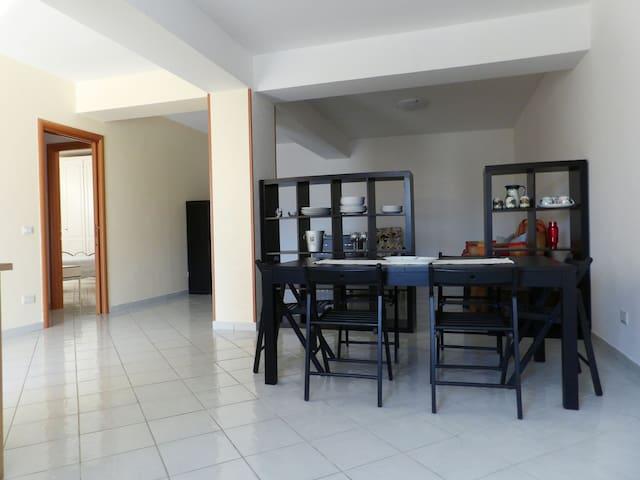 Comodo appartamento con posto auto - Trecchina - Hus