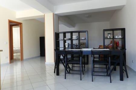 Comodo appartamento con posto auto - Trecchina - Дом