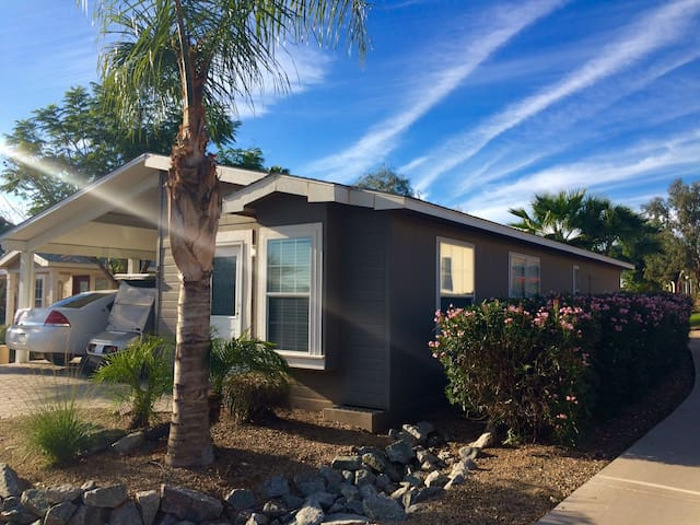 Bright clean home in gated golf community - El Mirage - 단독주택