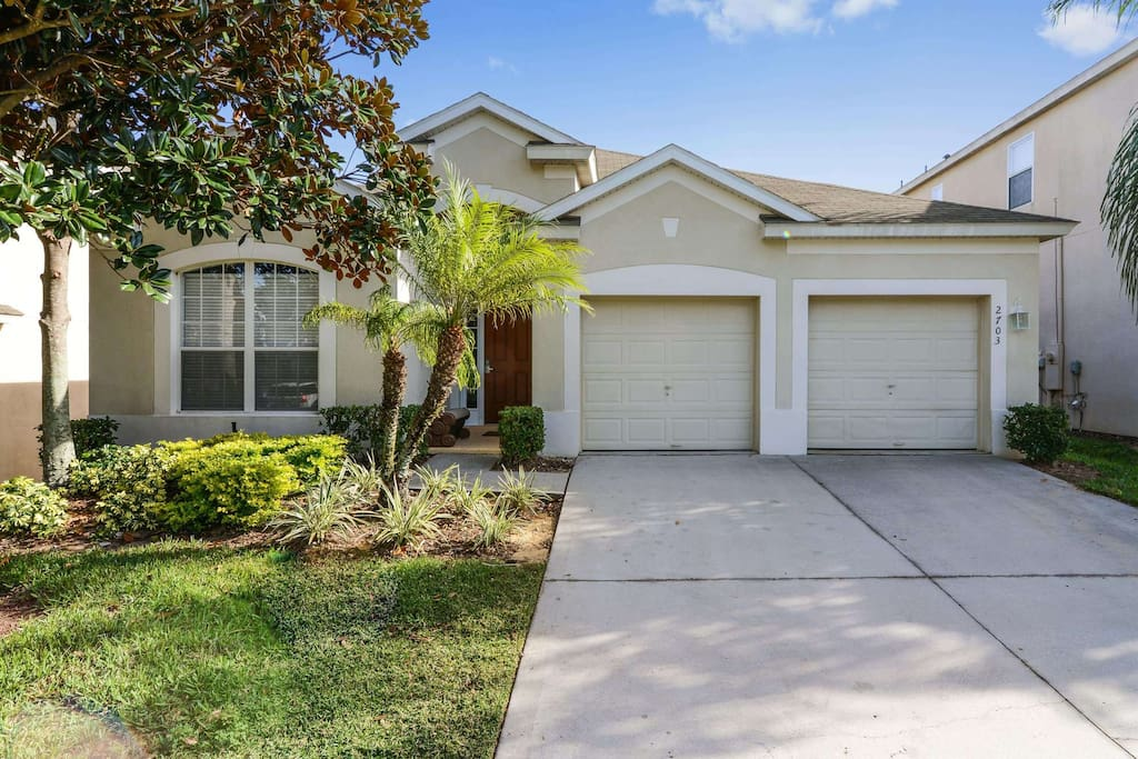 This executive vacation home has 4 bedrooms, 4 bathrooms, a games room, fully enclosed swimming pool, spa, and shaded lanai. This Orlando vacation home is located less than 2 miles from the Walt Disney World® Resort theme parks.