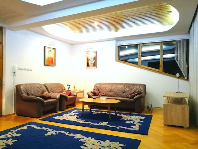 Spacious eclectic sunny apartment in Skopje- 115m2