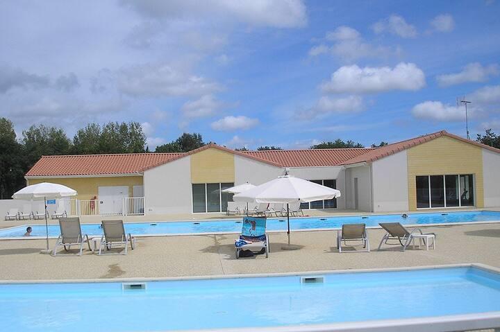 Maisonnette toute équipée avec piscine l'été