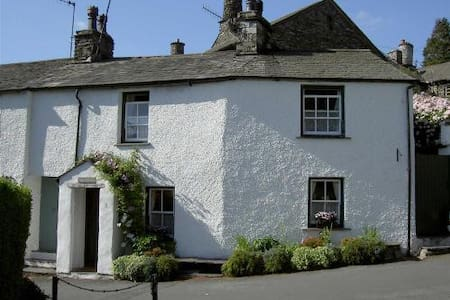 Romantic Lakeland Cottage Sleeps 2, Pets, Wi-Fi - Ambleside - Cabin