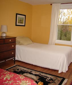 Large second story room in old farmhouse - Tatamagouche