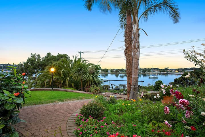 Downtown Waterfront- Fantastic location