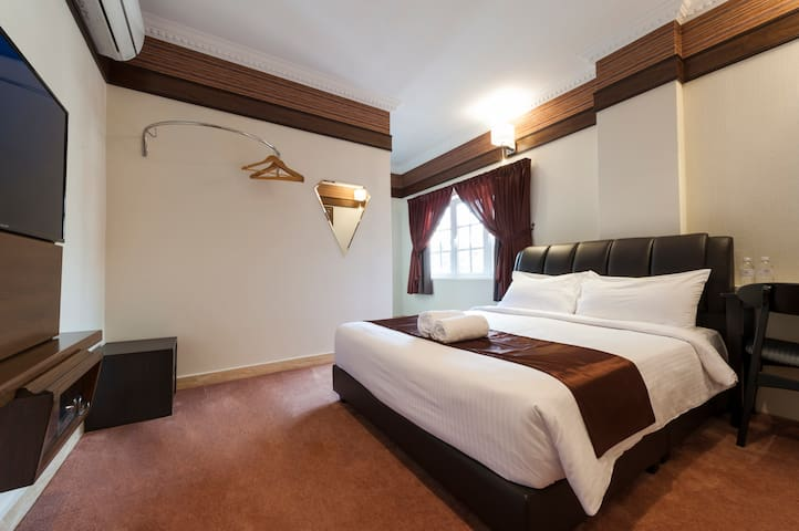 Queen Room #202 (Seriental Hotel)